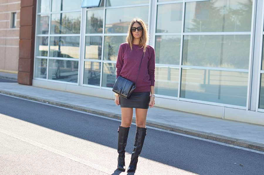 mini-skirt-burgundy-pull