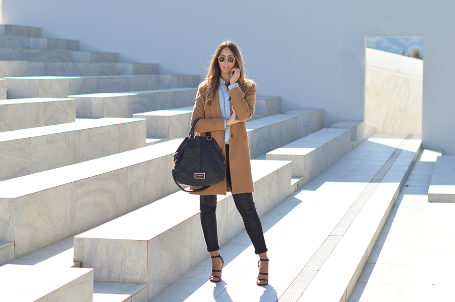 camel-coat-fashion-blogger