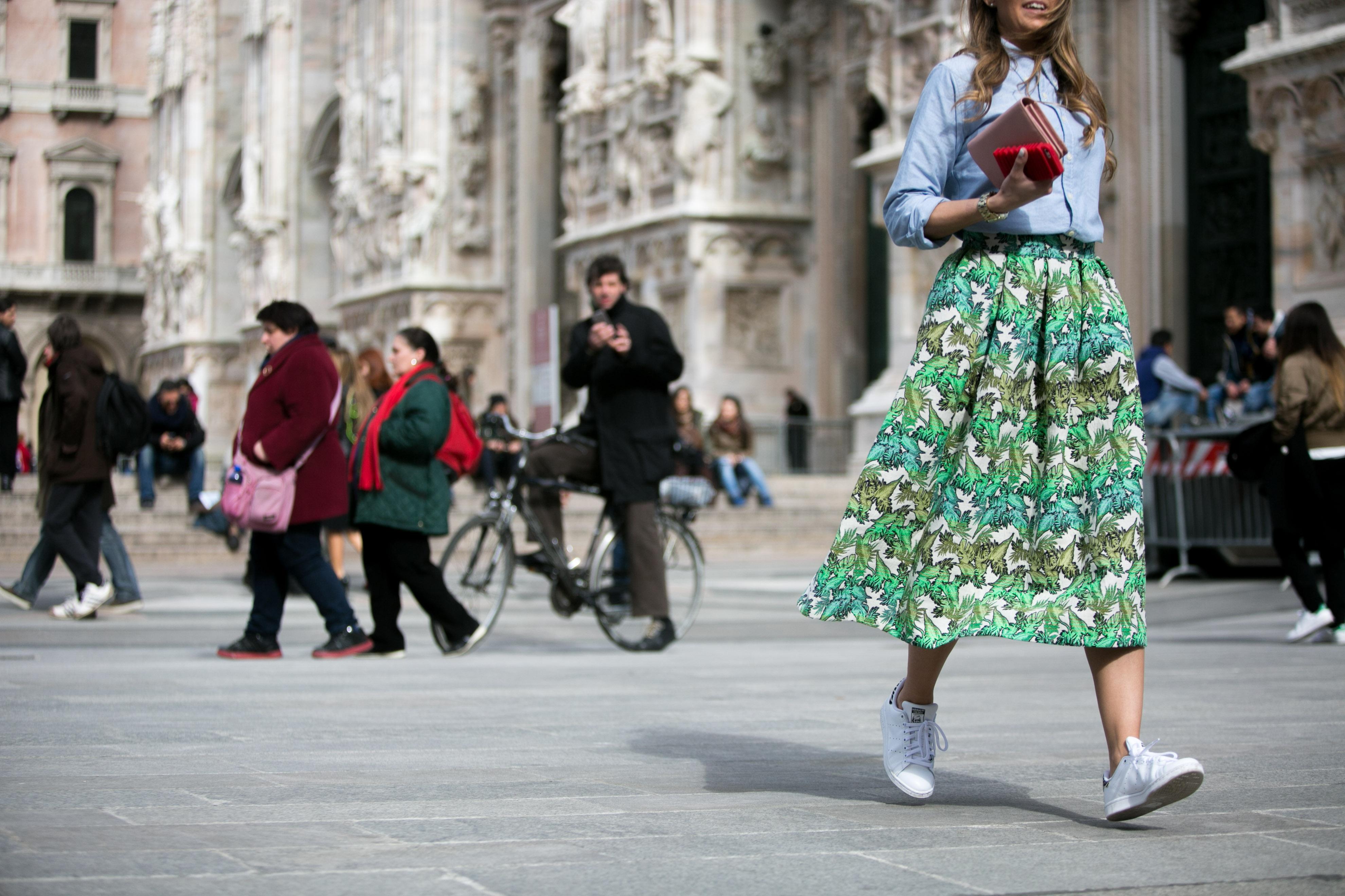 Vogue.globo - Adriano Cisani - Stella Jean - Streetstyle - Midi Skirt - Milan Fashion Week - Milano Moda Donna