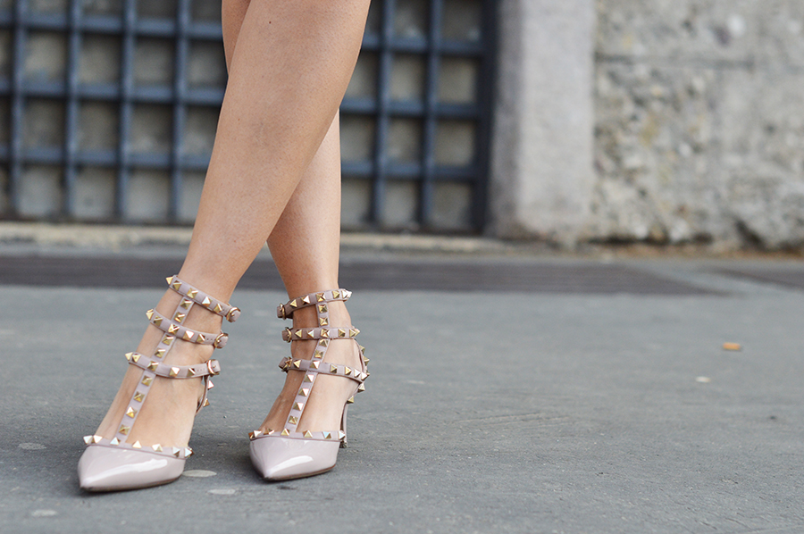 mfw-streetstyle-valentino-rockstud-shoes