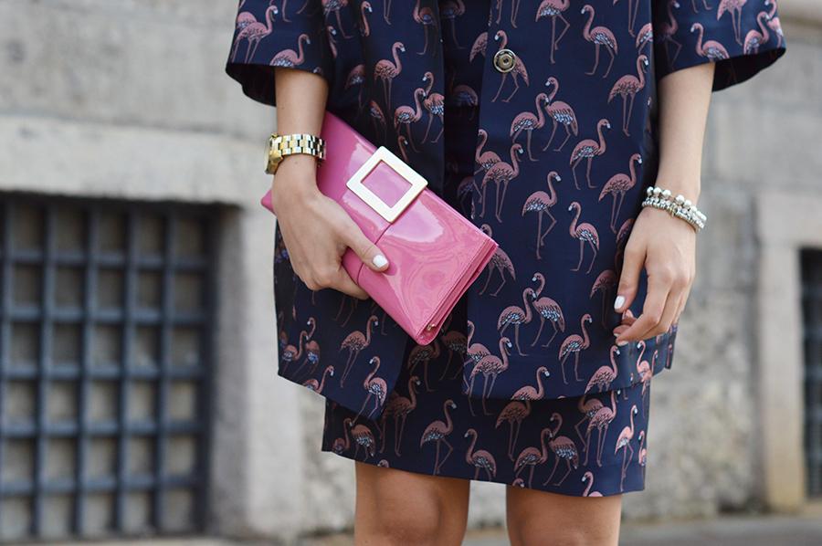 pink-clutch-roger-vivier-flamingo-total-look
