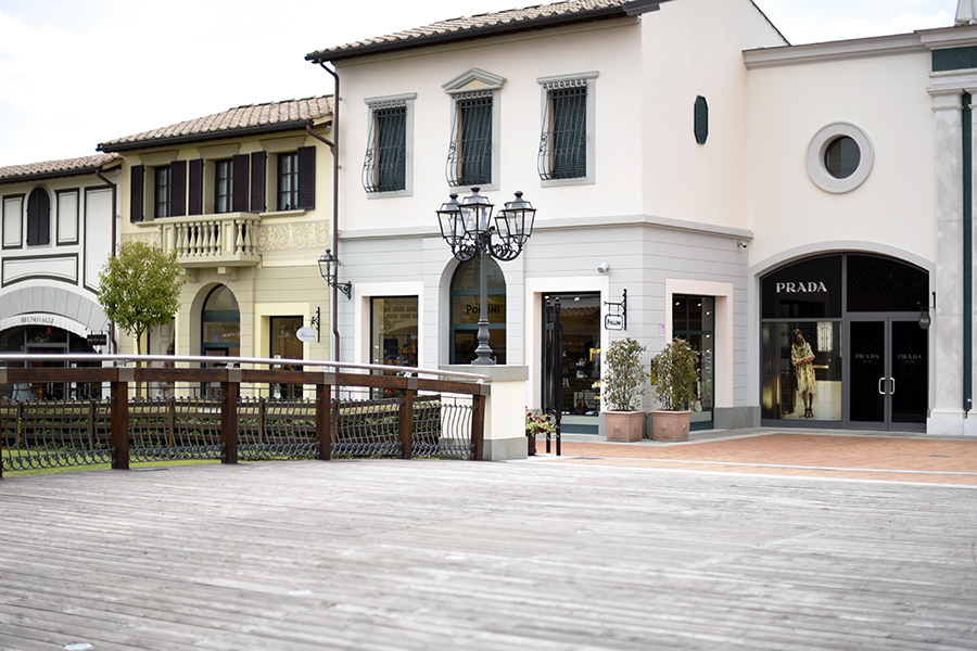 prada-boutique-barerino-designer-outlet