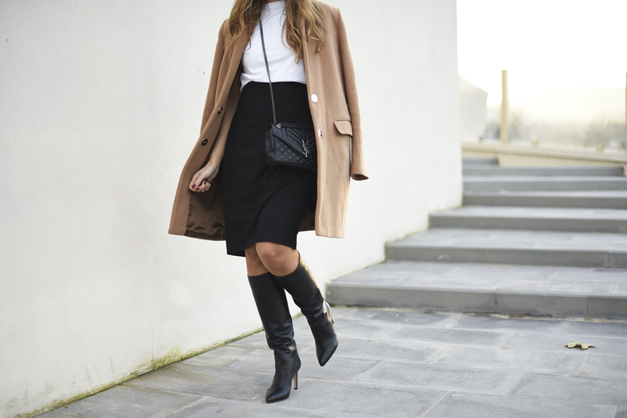 mini-skirt-boots-black-outfit